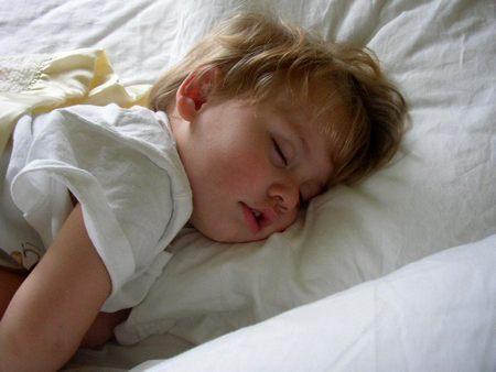 Как уложить маленького ребенка спать Как уложить маленького ребенка спать