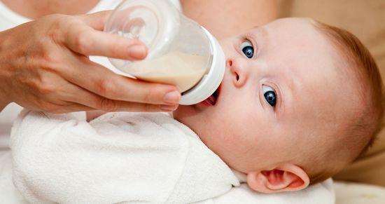 Много мам используют искусственное вскармливание