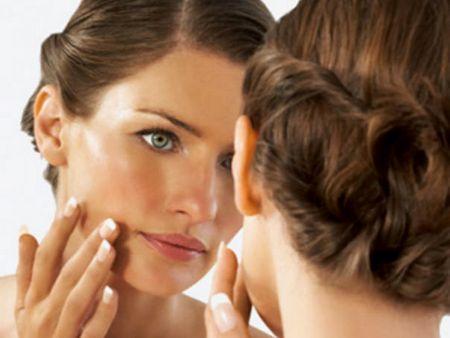 Первые симптомы: увядающая кожа, пигментные пятна и морщины увядающая кожа