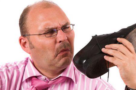 Как устранить запах из обуви? запах ног