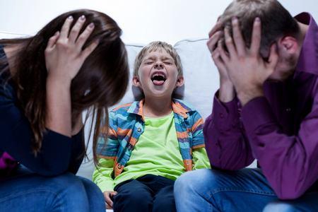 Как вести себя, когда ребёнок бьётся в истерике? как воспитать ребенка