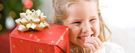 Как правильно дарить подарки детям