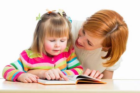 Гулит — так говорит о развитие речи малышей первого года жизни