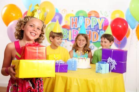 Одинаковые подарки для детей как правильно дарить подарки детям