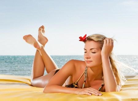 Надо быть чрезвычайно внимательным как правильно загорать на пляже и в солярии