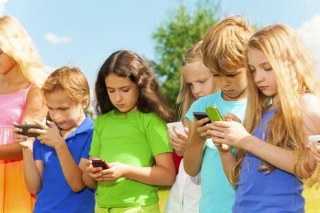 Ребенок и мобильник - чем чревато? ребенок и мобильный