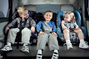 На рынке представлено несколько основных групп изделий для перевозки детей в авто, рассчитанных на разные возрастные категории: