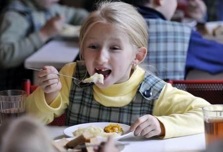 Чем и как кормят в школе? как кормят в школе