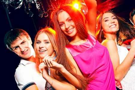 Не секрет, что круг общения девочки-подростка становится шире круг общения