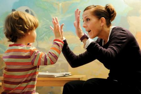 В чем проявляется аутизма у ребенка дети дождя или аутизм