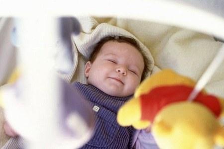 Почему не стоит ложить ребенка в коляску или кроватку нужна ли коляска и кроватка ребенку
