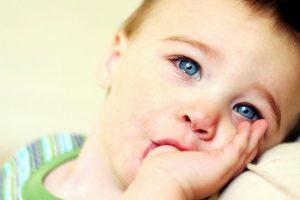 Что делать, если ребенок сосет палец