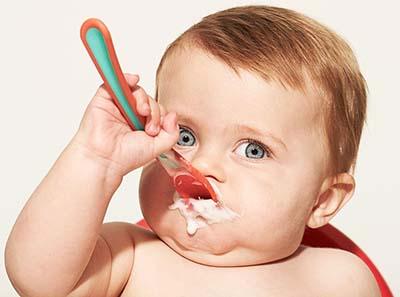 Прикорм малыша Начинаем прикорм карапуза