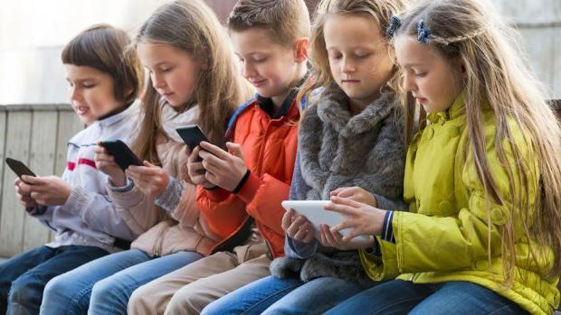 Ребенок и мобильный телефон Мобильный телефон в первом классе?